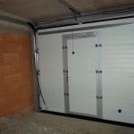 Usa de garaj sectionala cu usa pietonala integrata