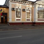 vitrine si usi din PVC stejar auriu cu geam termopan - Directia Drumuri si Poduri Botosani