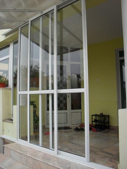 Delimitare veranda cu usi glisante din aluminiu