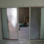 Usi glisante aluminiu_Usa culisanta aluminiu la fata peretelui