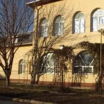 ferestre cu arcada din PVC alb cu geam termopan - lucrari termopane Parohia Sfintii Voievozi Botosani